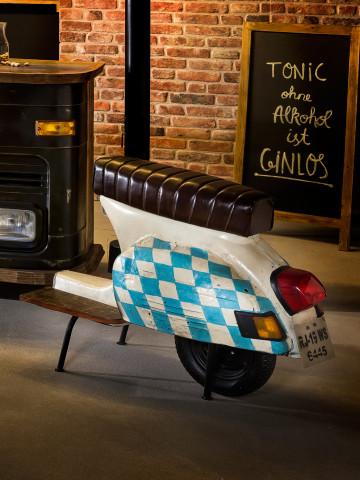 Scaun de bar scuter din imitație de piele This & That alb cu steag Bavaria