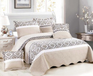 Cuvertura de pat din bumbac matlasat imprimat + 4 fete perna ES31