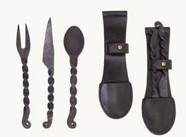 Imagens Conjunto de colher, garfo e faca em aço forjado à mão. [CB1901010103]