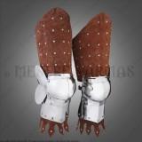 Arnês de pernas em couro e aço