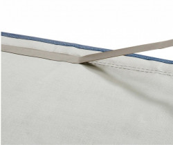 Bandă adezivă pentru etanșarea cusăturilor corturilor
