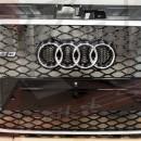 Grelha Audi A3 8V RS3 preta com aro em aluminio