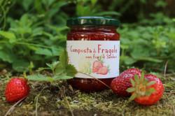 Composta di fragole e fiori di sambuco
