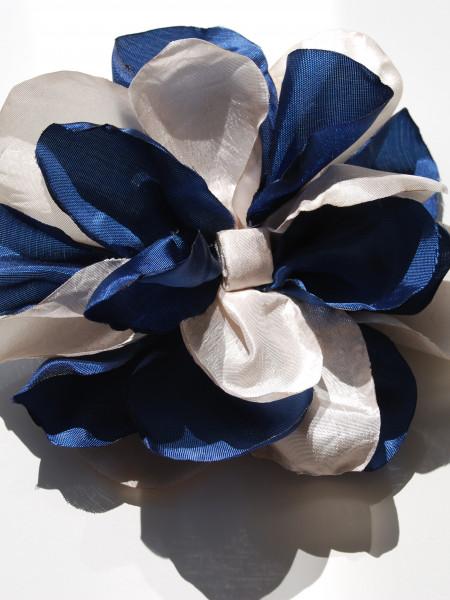 Брошка в синьо-бяло #07