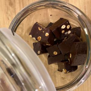 Ciocolata de casa cu alune de padure - livrare doar in Sibiu