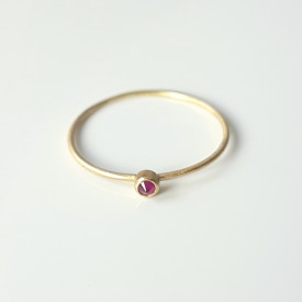 Minimalist 18k gold ring with ruby, Corina Mardari
