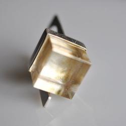 inel Magic Cube din argint placat cu aur si cuart