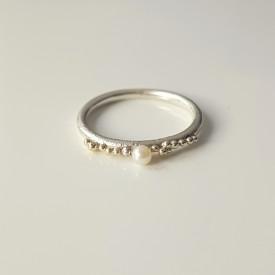 inel Sleeping Beauty din argint si granulatie aur 14k si argint cu perla de cultura alba