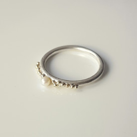 Sleeping Beauty Ring in sterling silver, 14k gold granulation and white culture pearl