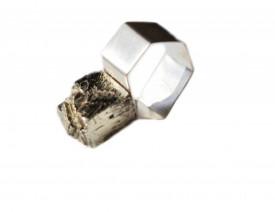 inel Mimesis poligonal din argint si pirita