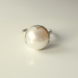 Sleeping Beauty Ring in sterling silver and white culture pearl