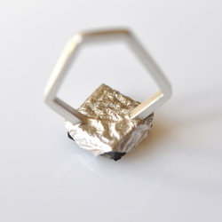 Inel in design contemporan realizat manual din argint si pirita pe sist, Corina Mardari