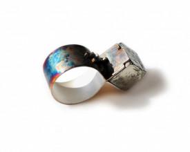 Inel din argint in design contemporan, cu cristal cubic de pirita, Corina Mardari