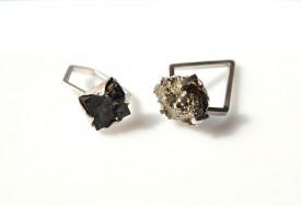 Inel Mimesis, in design contemporan, realizat manual din argint cu cristal de pirita, Corina Mardari.