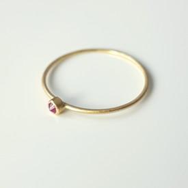 Inel minimalist din aur de 18k si rubin