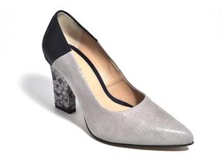 Pantofi crem cu aplicatii florale din piele naturala M Shoes