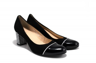 Pantofi negri cu varf de lac din piele naturala