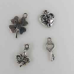 Nellie's Choice 8 metalen bedels Good Luck CHARM003 (Locatie: K3)
