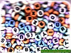 Rayher plastic letterkralen rond 16 100 49 (Locatie: K3)