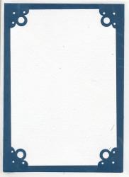 Drie donkerblauwe dubbele kaarten met witte oplegkaart en 3 witte enveloppen (Locatie: D96)