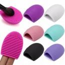 Силиконов уред / гъба Brush Egg за почистване на четки за грим.
