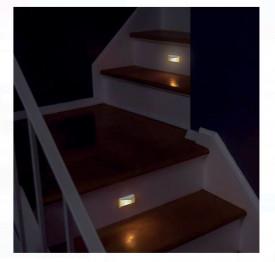 Lampa LED cu senzor de lumina