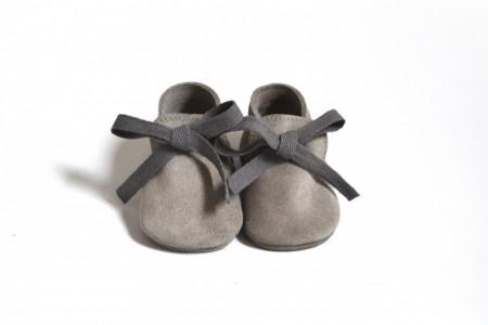 Slika Kožne mokasine za bebu / sive