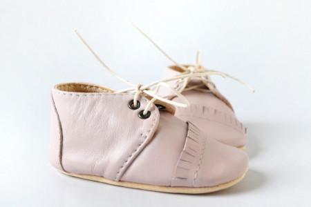 Nehodajuće kožne cipele za bebu / svetlo roze