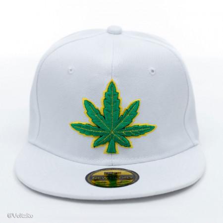 Șapcă logo Marijuana albă poza 1