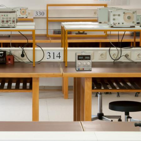 Sursa de laborator PCE-LPS1305