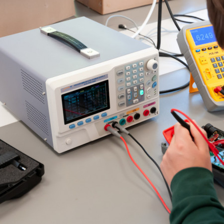 Sursa de laborator programabila PCE-PPS3305
