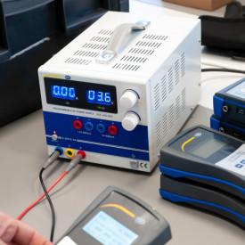 Sursa de alimentare programabilă de laborator PCE-LPS3305
