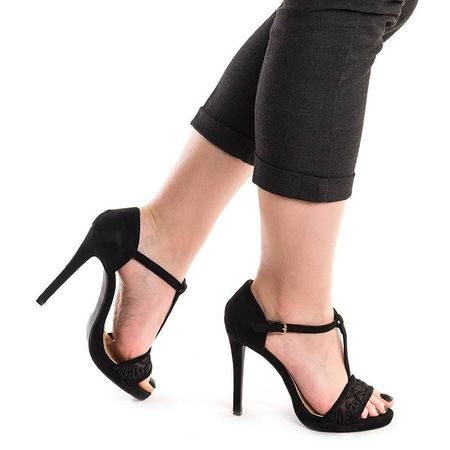 Sandale cu toc si dantela Alma negru