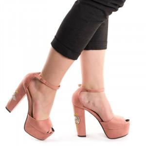 Sandale cu toc inalt si platforma cu imprimeu floral Mia roz