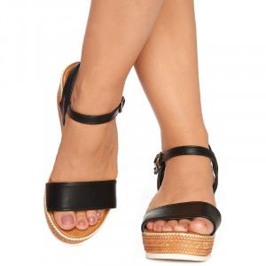 Sandale cu platforma Leta negru