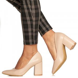 Pantofi cu toc gros mediu din Camilia bej