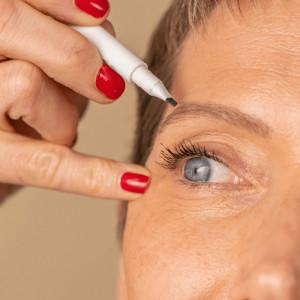 Meme Cosmetics, Creion pentru ochi si sprancene 2-in-1_1