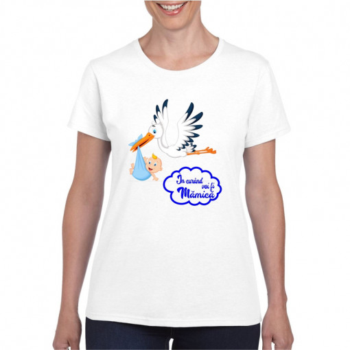 Tricou personalizat dama alb In curand voi fi mamica (baietel)