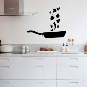Sticker perete bucatarie Tigaie cu Legume