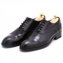 Pantofi negri semiluciosi