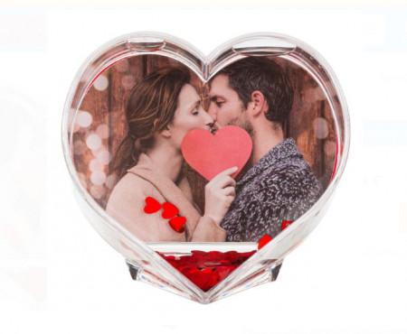 "<img src=""ramafotoinima.png"" alt=""Cadru decorativ in forma de inima cu apa si confetti - 9.5x9.5cm"">"