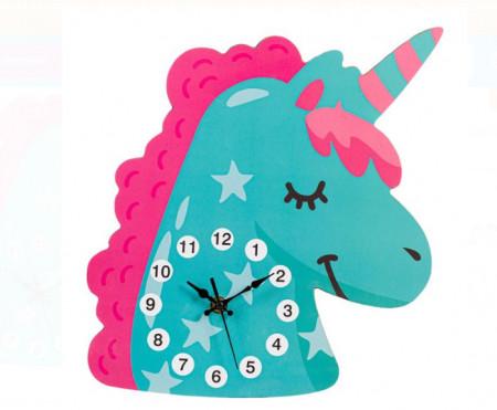 """<img src=""""unico.png"""" alt=""""Ceas de perete - Unicorn din lemn pentru copii - 30x27x0,5 cm"""">"""