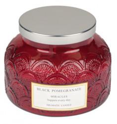 """Lumânare roșie aromatică în borcan rotund cu capac metalic """"Miracole"""" de rodie neagră 12,5x10 cm"""