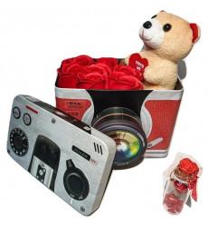 Trandafiri de sapun parfumati in cutie aparat foto + ursulet plus + sticluta cu mesaj