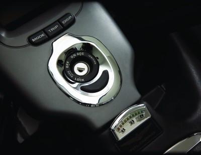 Gyújtáskapcsoló köré krómozott burkolat (2001-2005) kép