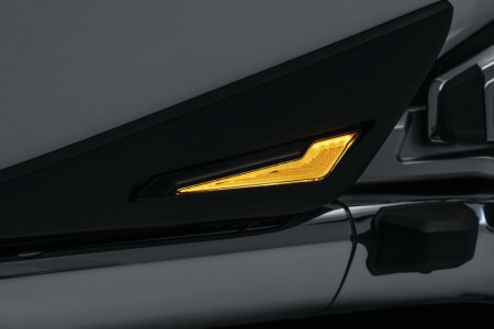 OMNI háromfunkciós L.E.D. lámpa az oldaldobozokra, fekete kép