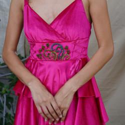 Rochie din catifea cu volane și broderie manuală