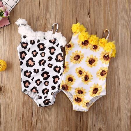 Costum de baie cu floricele atasate