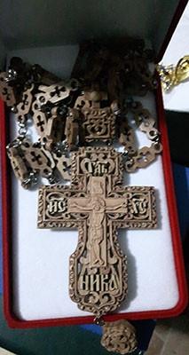 Cruce pectorala din lemn sculpata