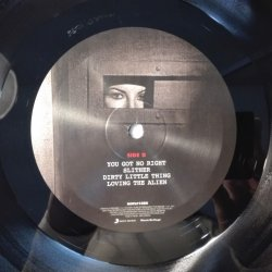 Velvet Revolver – албум Contraband